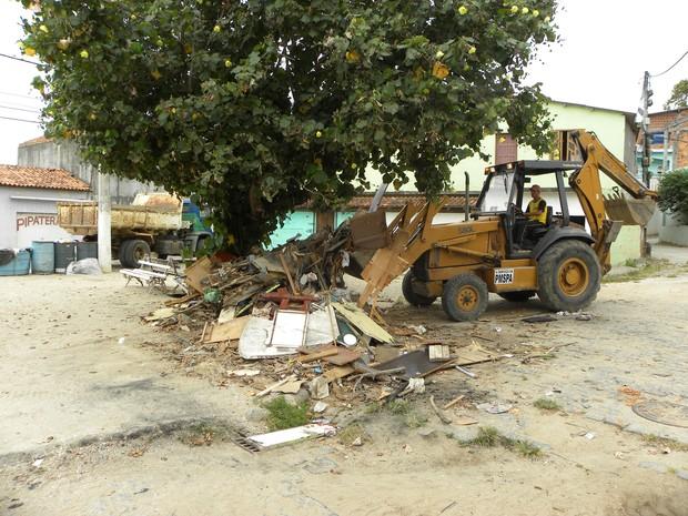 mutirão de limpeza em são pedro da aldeia (Foto: Renato Proença/ Ascom)
