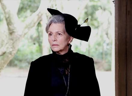 Vitória visita antiga casa de Emília e Bernardo