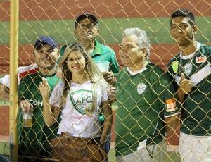 Torcedores do Alecrim com cerveja no Estádio Iberezão (Foto: Canindé Pereira/Divulgação)