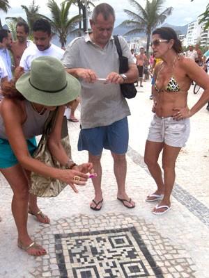QR Code na calçada da cidade do Rio de Janeiro