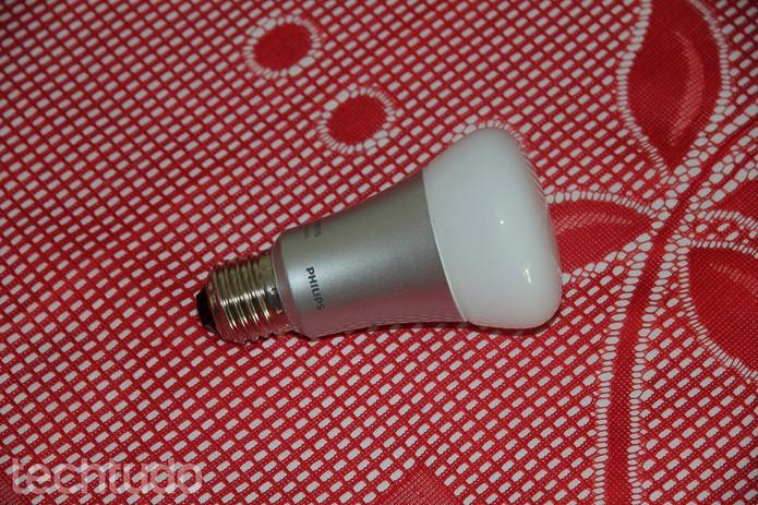 Lâmpadas LEDs de 50 watts e prometem um consumo menor de até 80% se comparada com as tradicionais (Foto: Rodrigo Bastos/TechTudo)