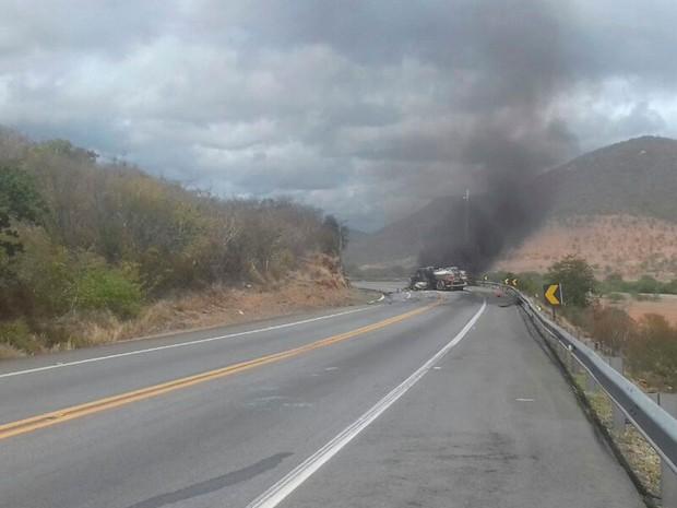 Batida ocorreu em trecho da BR-116, em Jequié (Foto: Divulgação / PRF)