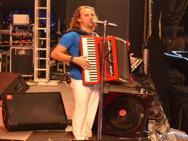 Dorgival Dantas toca o público com suas composições marcantes (Foto: Marina Fontenele/G1)