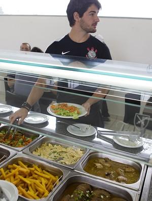 Pato, em almoço no CT Joaquim Grava (Foto: Daniel Augusto Jr/Ag. Corinthians)