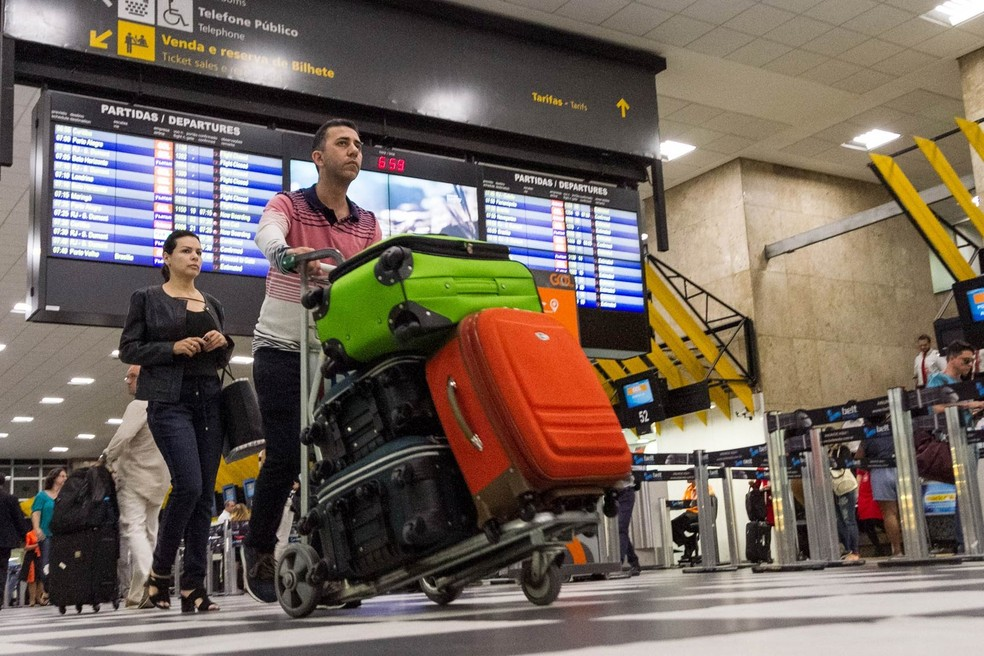 Nova regra de bagagem deveria entrar em vigor no dia 14 de março, mas liminar barrou mudança; Justiça liberou cobrança em 29 de abril (Foto: Marivaldo Oliveira/Código19/Estadão Conteúdo)