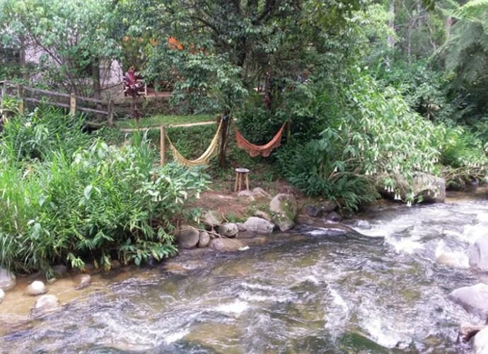 Programa conheceu o lugar onde as pessoas descansam na rede, ouvindo o barulho do rio (Foto: Reprodução/ Rio Sul Revista)