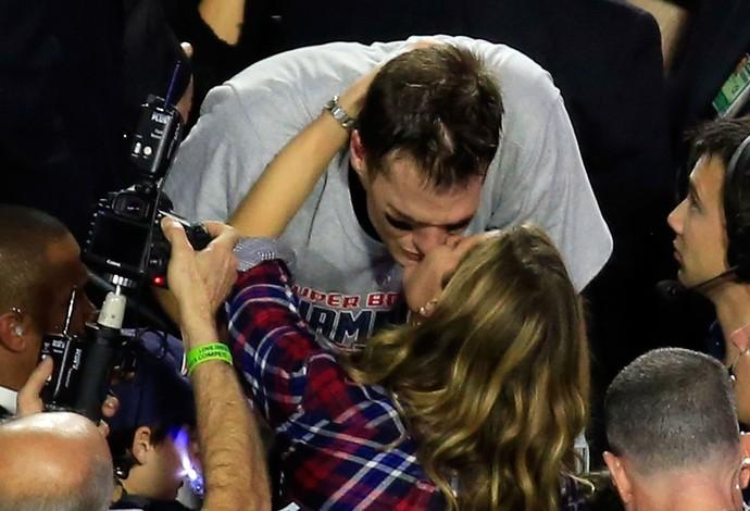 Tom Brady beija Gisele Bundchen, Superbowl, NFL (Foto: AFP)