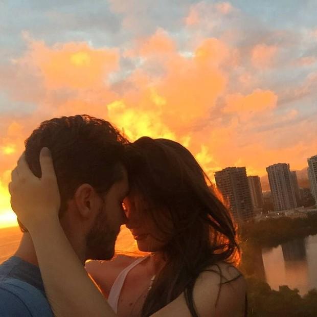 Camila Queiroz e Klebber Toledo (Foto: Reprodução/ Instagram)