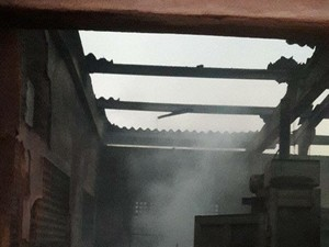 Incêndio destruiu 30 toneladas de materiais recicláveis (Foto: Fabiana Sales/Arquivo Pessoal)