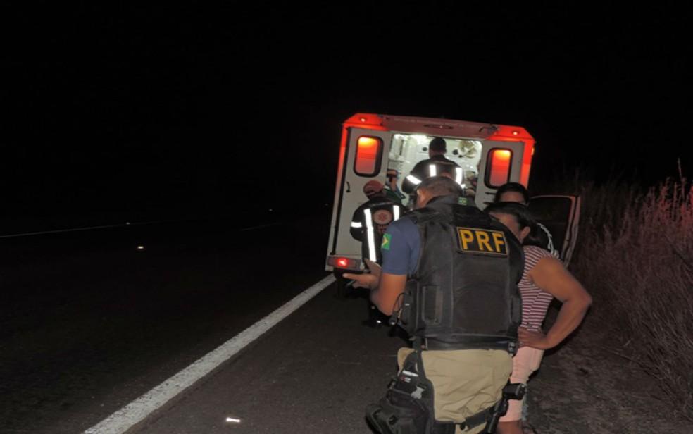 Acidente ocorreu na madrugada desta segunda-feira (8), na BR-242 (Foto: Edivaldo Braga/ Blog Braga)