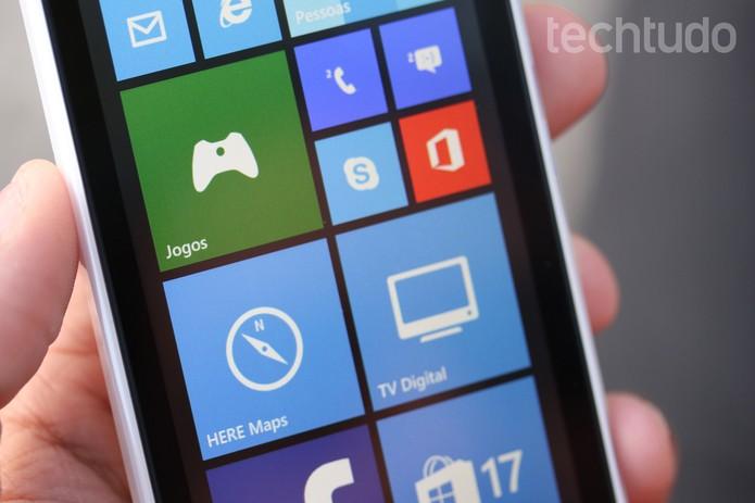 Tela do Lumia 532 tem 4 polegadas com resolução de 480 x 480 pixels (Foto: Lucas Mendes/TechTudo)
