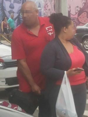 Policial sacou arma após ter sido ameaçado por taxistas em Santos (Foto: Reprodução / Facebook)