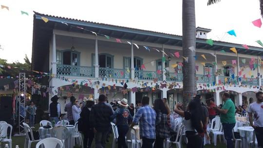 Ana Maria mostra imagens inéditas da festa junina feita em sua fazenda