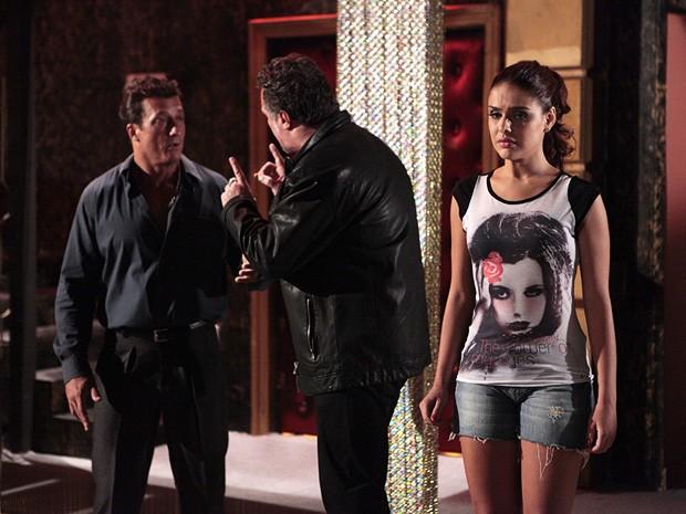 Rosângela fica em estado de choque ao ver Lívia na boate (Foto: Salve Jorge/TV Globo)