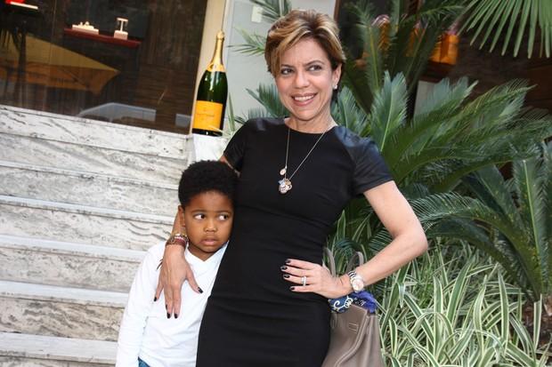 Astrid Fontenelle com o filho (Foto: Manuela Scarpa/ Foto Rio News)