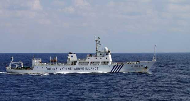 Barcos chinês em águas do arquipélago Senkaku/Diaoyu em foto tirada pelo Japão nesta terça-feira (2) (Foto: AFP)