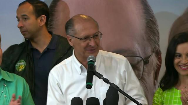 Geraldo Alckmin dá entrevista após resultado do primeiro turno das eleições