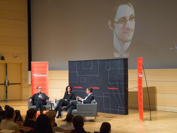 Painel que discutiu filme sobre Edward Snowden e que teve participação de David Carr (Foto: Mark Sagliocco/GETTY IMAGES NORTH AMERICA/AFP)