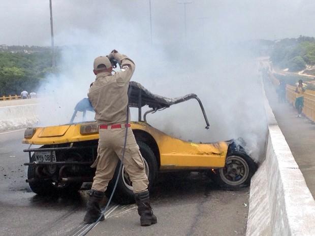 Princípio de incêndio aconteceu na Ponte Newton Navarro, em Natal (Foto: Ana Cadengue/G1)