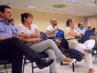 Aprovados na USP de Ribeirão Preto têm recepção 'nerd' ao lado dos pais