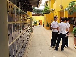 Alunos da escola paulista com melhor desempenho no Enem no intervalo de aulas (Foto: Letícia Macedo/G1)
