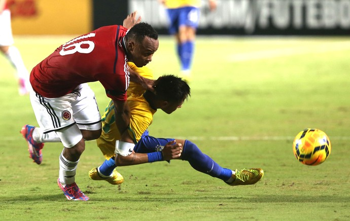 Zuniga X Neymar, Brasil X Col�mbia (Foto: Bruno Domingos / Mowa press)
