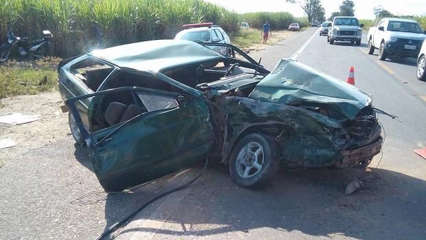 Acidente deixou veículo destruído (Foto: Luciano Oliveira/Arquivo Pessoal)