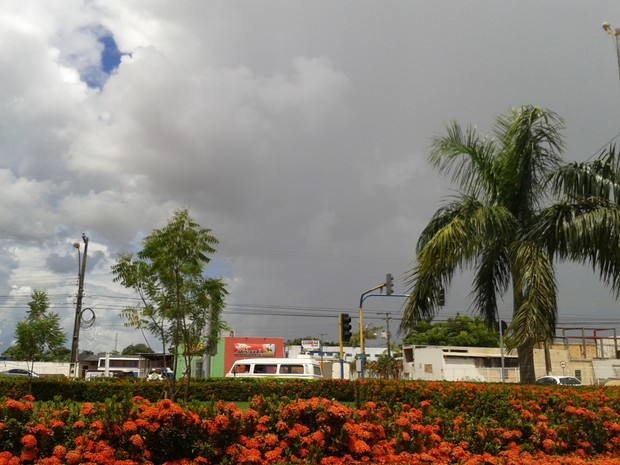Céu ficará nublado a encoberto, com nuvens carregadas e chuvas a qualquer hora do dia (Foto: Suzi Rocha/G1)