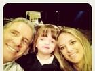 Ticiane Pinheiro e Roberto Justus levam a filha ao teatrinho
