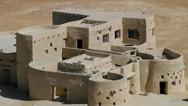 Hotel fica no Vale de Siwa, a cerca de 700 km da capital, Cairo (Foto: BBC)