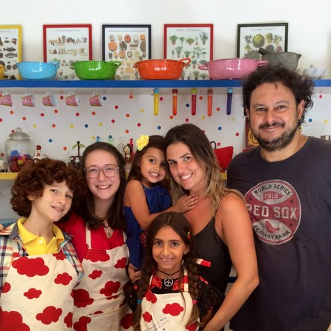 Gustavo Fernandez, diretor de Boogie oogie,  arrumou um tempinho para se divertir com a família (Foto: Divulgação)