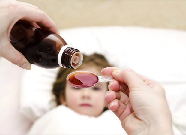 remedio criança febre  (Foto: Thinkstock)