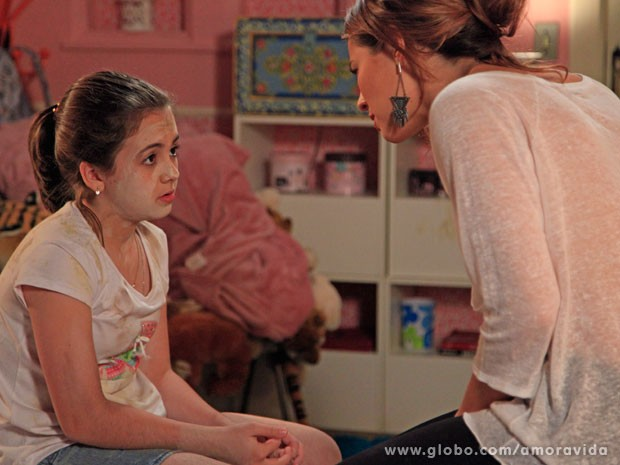 Paloma fica preocupada com Paulinha revoltada (Foto: Ellen Soares/ TV Globo)