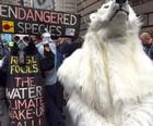 Ambientalistas protestam antes de cúpula em NY (Timothy A. Clary/AFP)
