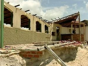 Casa de Jusmar foi destruída pela erosão do mar no Espírito Santo (Foto: Reprodução/ TV Gazeta)