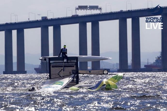Isabel Swan e Samuel Albrecht viram na raia da Ponte Rio-Niterói vela (Foto: World Sailing)