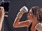 Isis Valverde grava cenas de luta: 'Força na peruca'