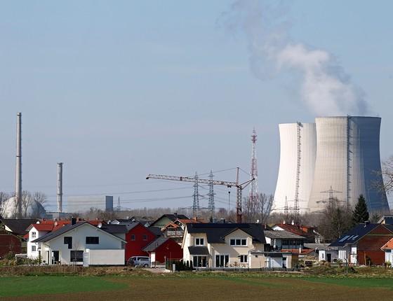 A usina nuclear de Philippsburg, na Alemanha. O reator Philippsburg 1 foi desativado em agosto de 2011. O país pretende desligar o reator 2 em  dezembro de 2019, como parte da política Energiewende (Foto: Thomas Niedermueller/Getty Images)