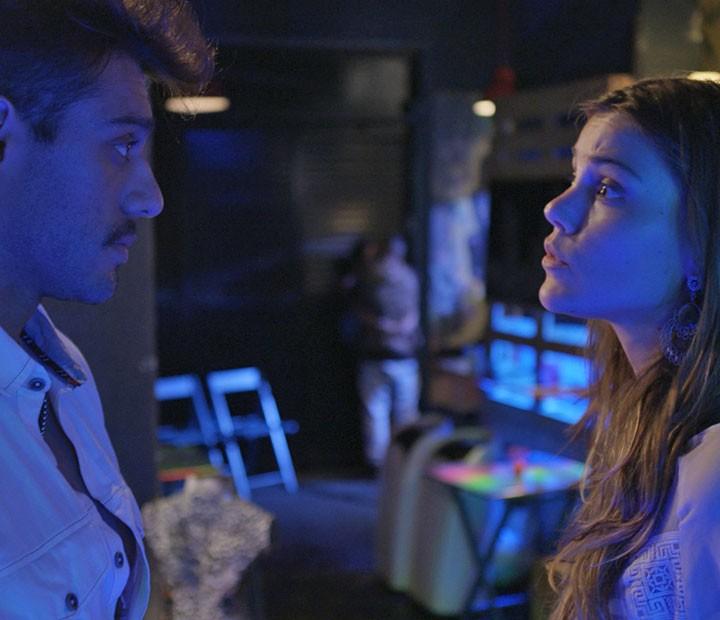 Os dois se implicam, mas acabam na pegação (Foto: TV Globo)