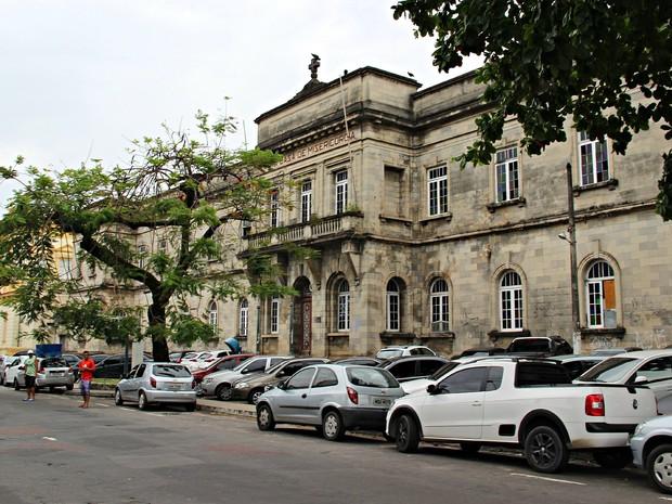 Santa Casa de Misericórdia fica localizada nas proximidades do Teatro Amazonas, no Centro de Manaus (Foto: Camila Henriques/G1 AM)