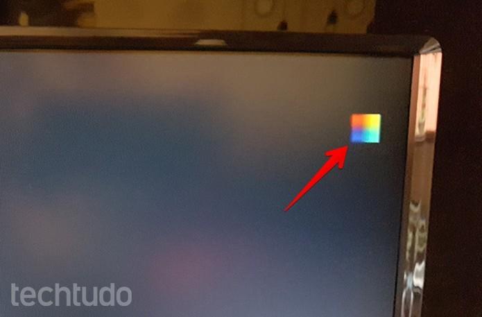 Sua placa estará passando por under voltage se o quadradinho colorido aparecer na tela (Foto: Filipe Garrett/TechTudo)
