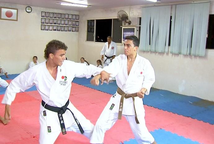 Atletas de Rio Preto inspiram colegas de karatê (Foto: Reprodução/TV TEM)