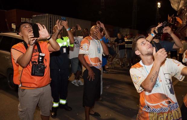 Membros da agremiação ficam passados com bumbum de Renata Pinheiro (Foto: Fred Chalub)
