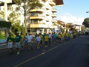 Protesto caminha nas ruas de Bento Gonçalves, na Serra do RS (Foto:  Rômulo D'Avila/RBS TV)