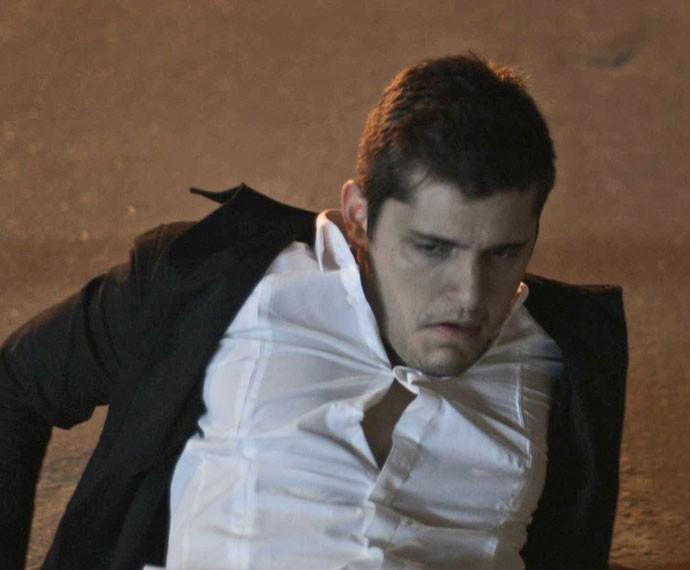 Bruno Gissoni dá show de interpretação em cena de briga com Marcello melo Jr. (Foto: TV Globo)