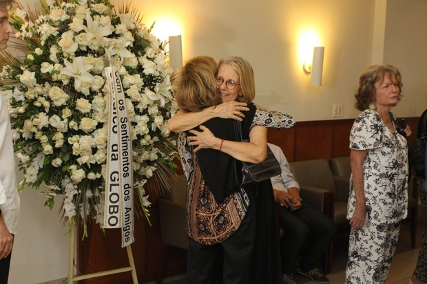 Marília Pêra no Velório de Barbara Heliodora (Foto: Marcello Sá Barretto/AgNews)