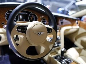 e4fcbe795 Interior de um Bentley no Salão de Paris 2014 (Foto: Reuters/Jacky Naegelen