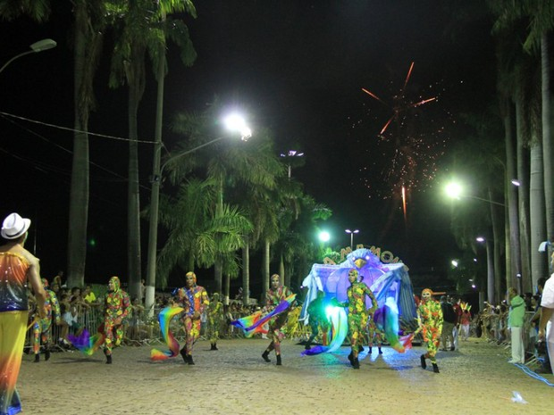 Vila Mamona, segunda a desfilar no grupo especial de Corumbá, homenageou Toquinho (Foto: Klévertib Velasques/Prefeitura de Corumbá)