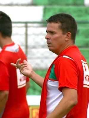 Técnico Evaristo Piza, do Velo Clube (Foto: Ely Venâncio/ EPTV)