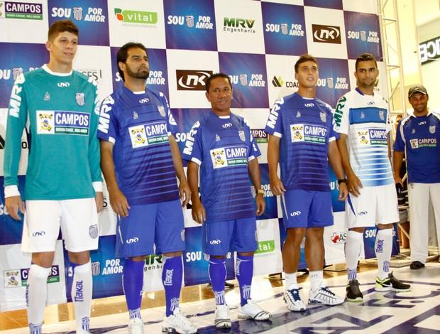 Jogadores apresentaram o novo uniforme (Foto: Divulgação / Carlos Grevi / Ag. Ururau)